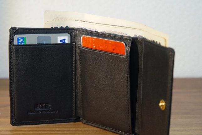 ec9fb79df95d もう2枚くらいは余裕があると思います。が、それ以上必要な方はおそらくこの財布に向いていないと思います。